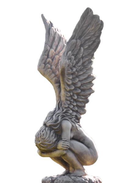 Hockende Engelfrau m. Flügeln